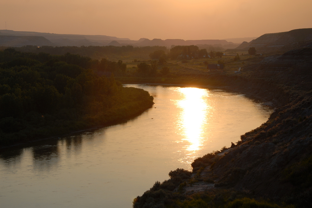 Sunset on the Red Deer River in Rosedale AB, just outside Drumheller.